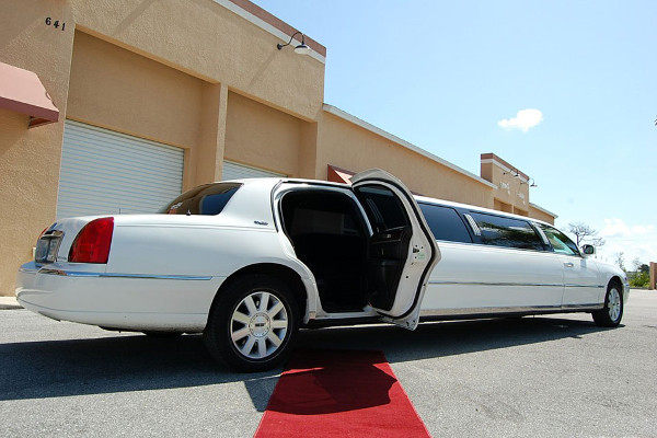 8 Person Lincoln Stretch Limo Portland